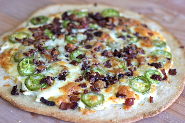 Jalapeño Popper Pizza - All the flavors of a jalapeño popper is so much better in cheesy pizza form!