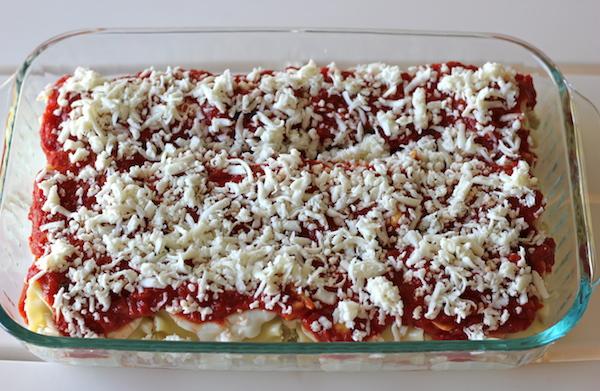 Chicken Pesto Lasagna Roll-Ups - Comfort food in easy single serving form with a cheesy, creamy pesto filling!