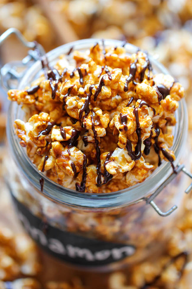 Cinnamon Roll Caramel Corn - The perfect last minute edible gift idea for the holidays that's budget friendly and so easy to whip-up!