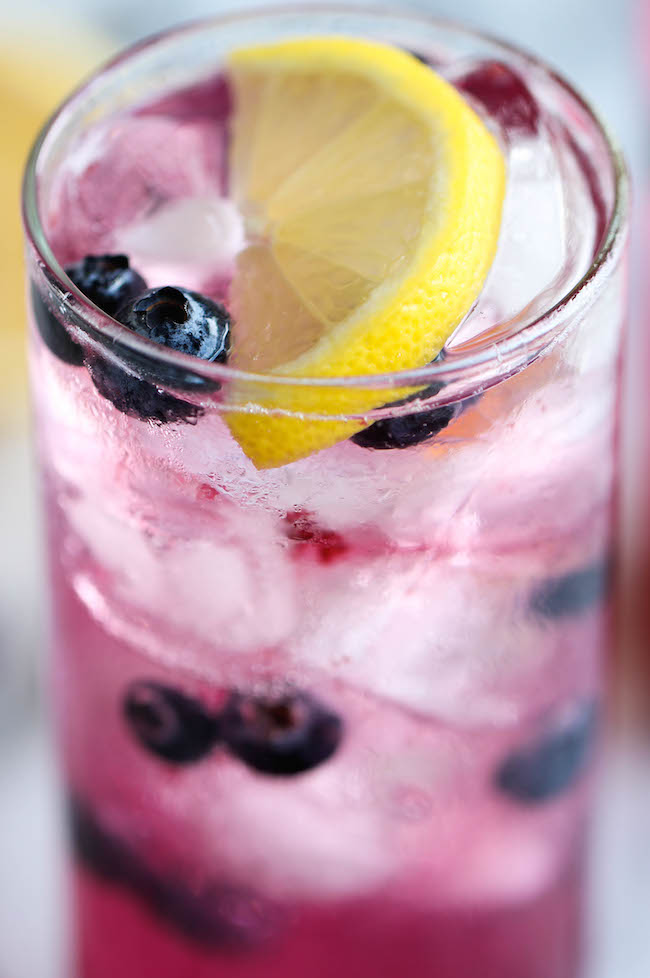 Blueberry Lemonade - Made with an easy blueberry syrup, this lemonade ...