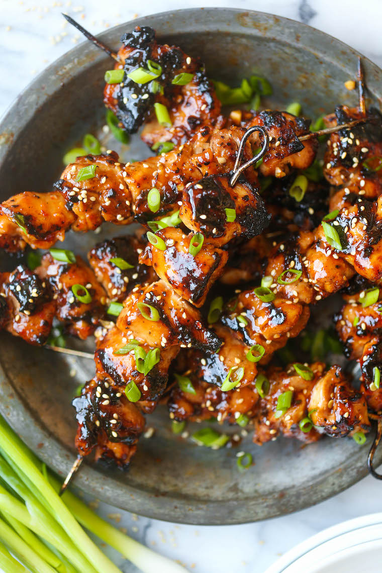 Honey Garlic Asian Chicken Kabobs - This honey garlic marinade is to die for! Marinate overnight and throw on the grill when ready to serve. So easy + fast!
