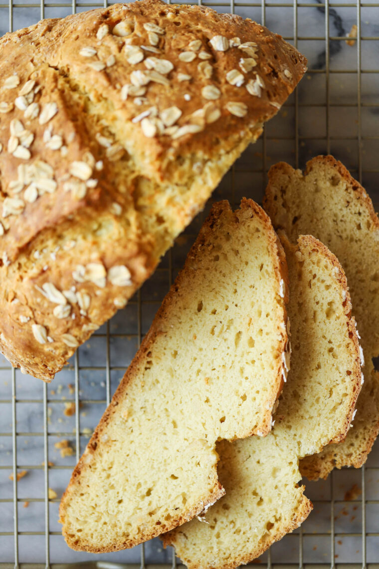 Без дрожжевого хлеба - Да, вы можете приготовить красивый домашний деревенский хлеб БЕЗ дрожжей, пробы или поднимания.  Сделано так быстро + легко.  И ТАК ХОРОШО.